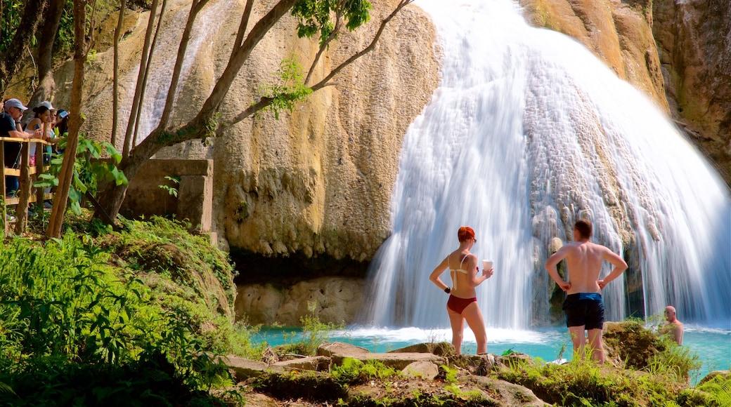 Cascadas de Agua Azul showing a cascade as well as a couple