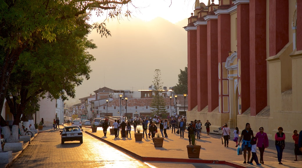 Plaza de La Paz which includes a sunset as well as a large group of people