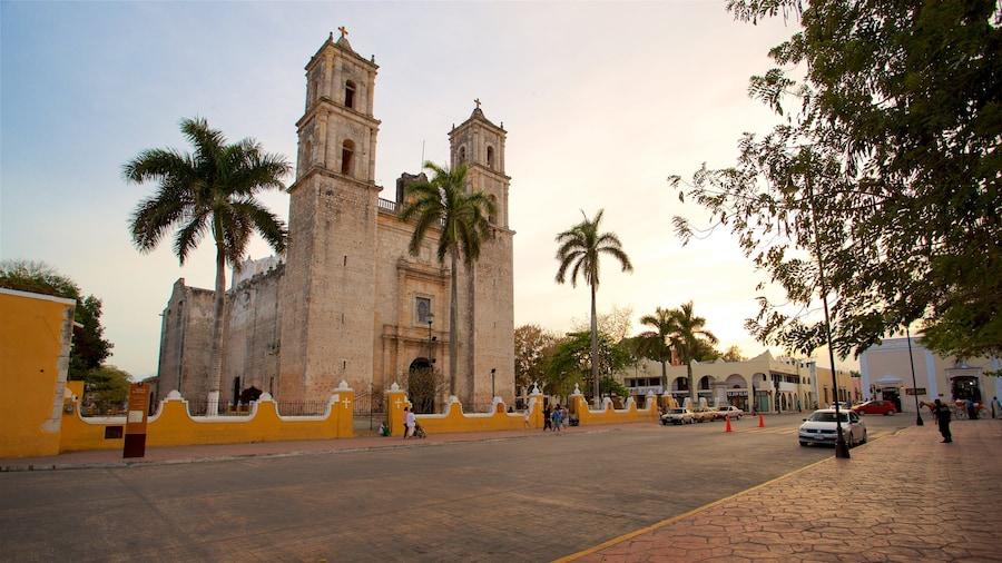 Cathédrale de San Gervasio mettant en vedette coucher de soleil et patrimoine architectural