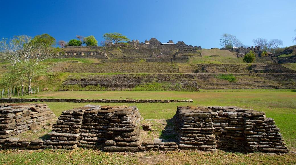 Tonina featuring heritage architecture