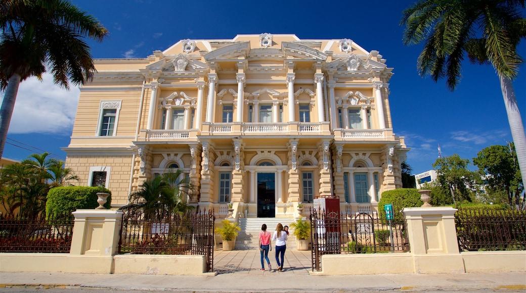 Museo de Antropología e Historia mostrando patrimonio de arquitectura