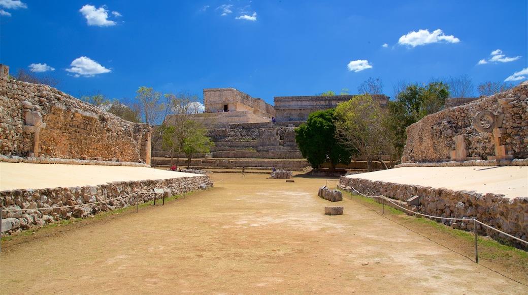 Sitio arqueológico de Uxmal que incluye elementos patrimoniales