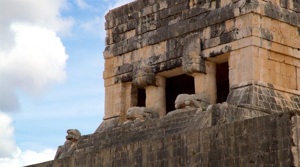 Templo del Barbado & Templo de los Jaguares y Escudos qui includes patrimoine historique