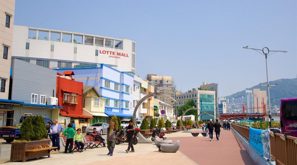 札嘎其魚市場 其中包括 城市 以及 一小群人
