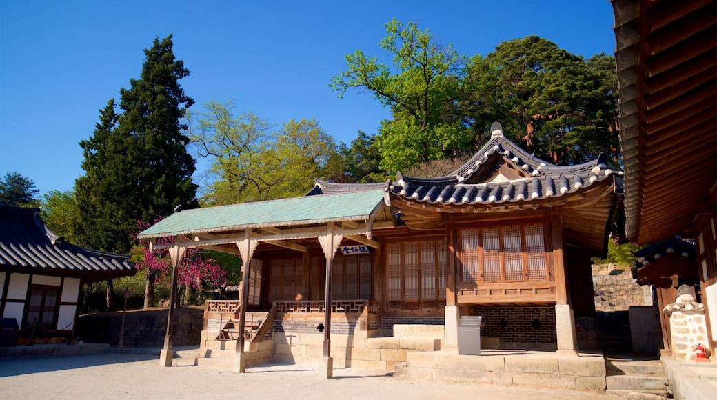 Gangneung Seongyojang House featuring heritage elements