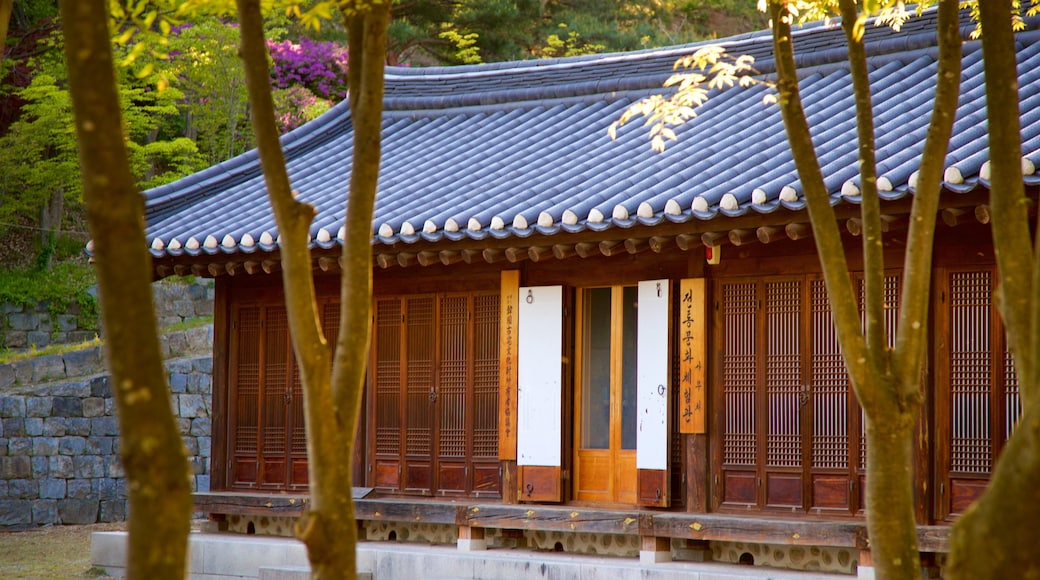 Gangneung Seongyojang House showing heritage elements