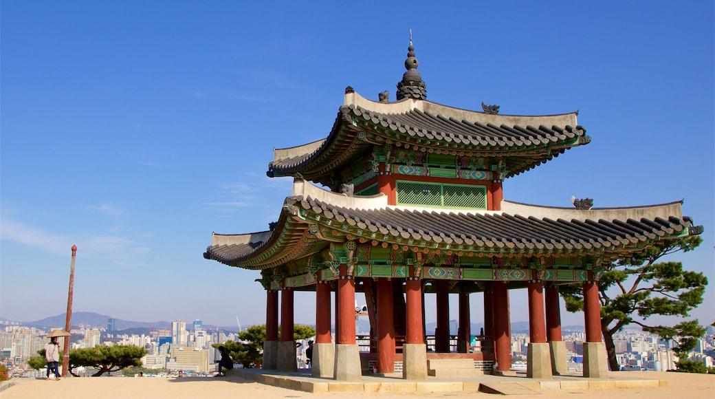 Gyeonggi caracterizando elementos de patrimônio e uma cidade