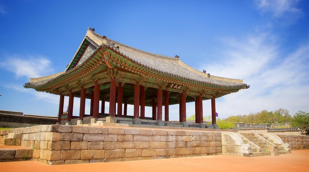 Forte Hwaseong mostrando arquitetura de patrimônio