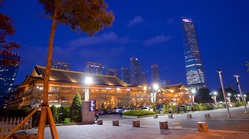 Incheon que inclui uma cidade, um edifício e cenas noturnas