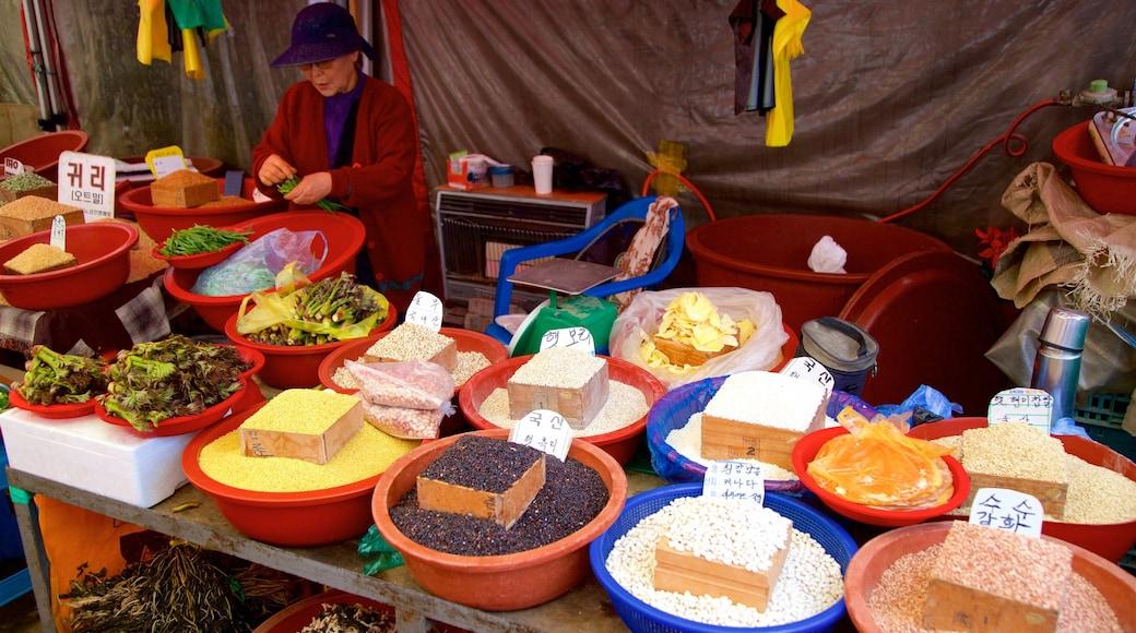 Ganghwa caracterizando comida e mercados assim como uma mulher sozinha