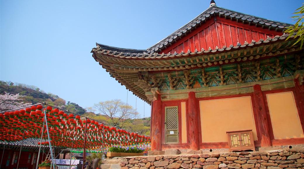Templo de Jeondeungsa caracterizando elementos de patrimônio