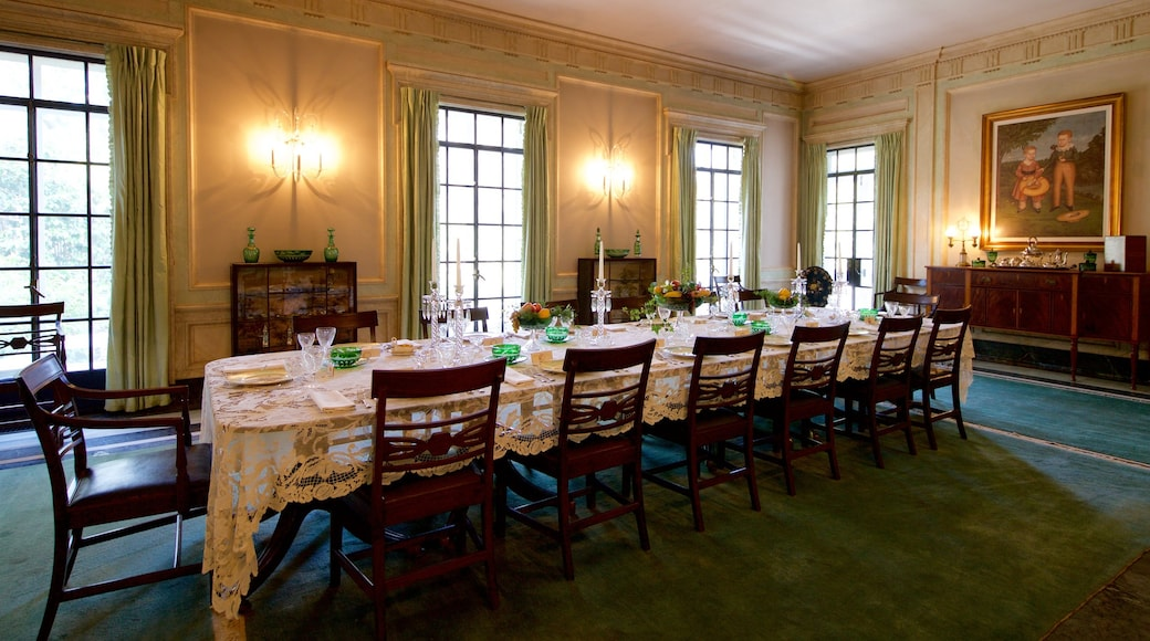 Pebble Hill Plantation which includes art, a house and interior views