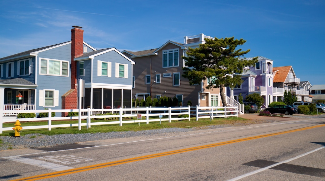 Bethany Beach showing a house and a small town or village