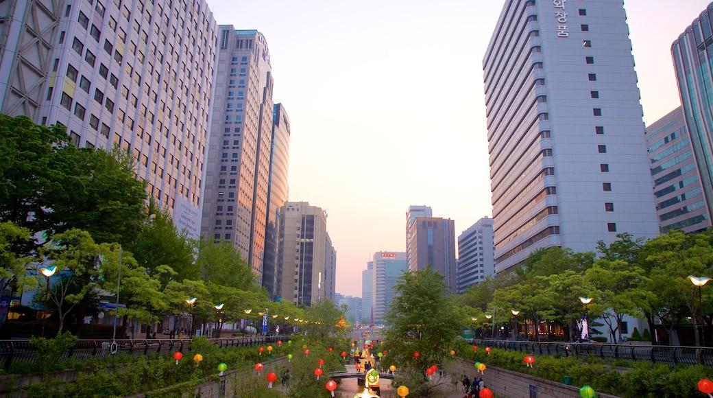 ชองเกชอน แสดง สวน, เมือง และ ตึกระฟ้า