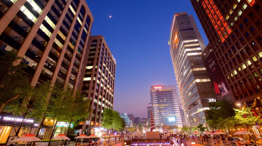 ชองเกชอน ซึ่งรวมถึง เมือง, ตึกระฟ้า และ วิวกลางคืน