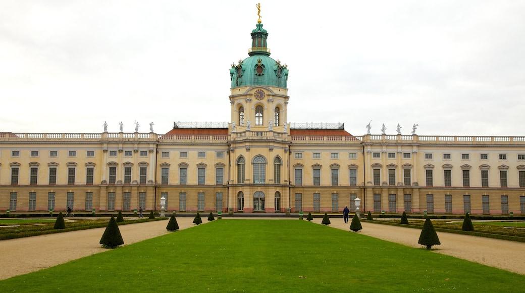 Château de Charlottenburg mettant en vedette château ou palais et patrimoine architectural