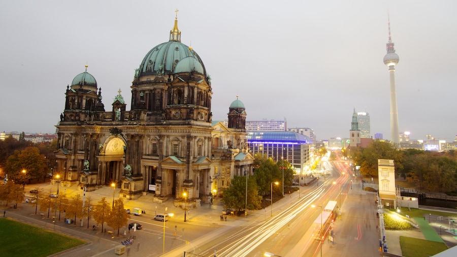 Museumsinsel mit einem Stadt und Straßenszenen