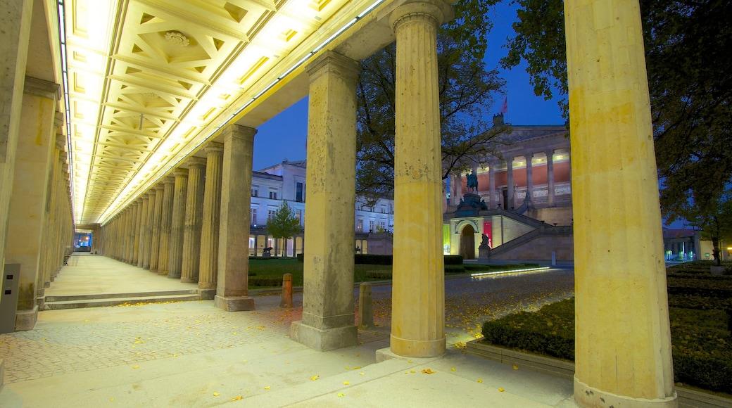 Isla de los Museos mostrando una ciudad y escenas de noche