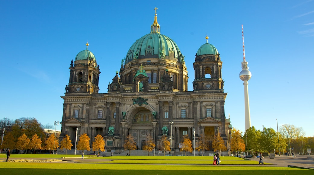 Berliner Dom das einen religiöse Elemente, Kirche oder Kathedrale und Stadt