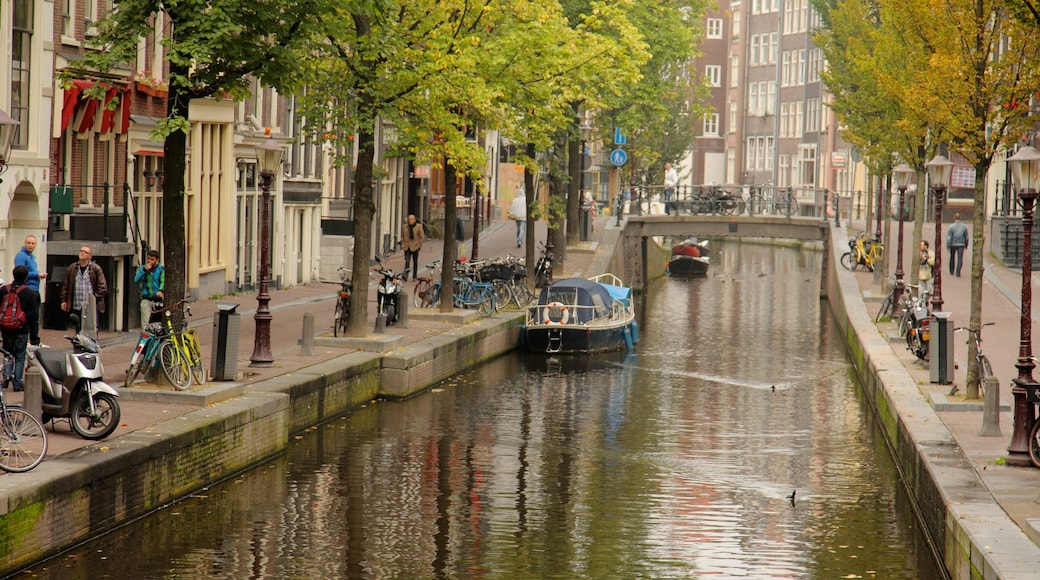 Amsterdam showing a city, street scenes and boating