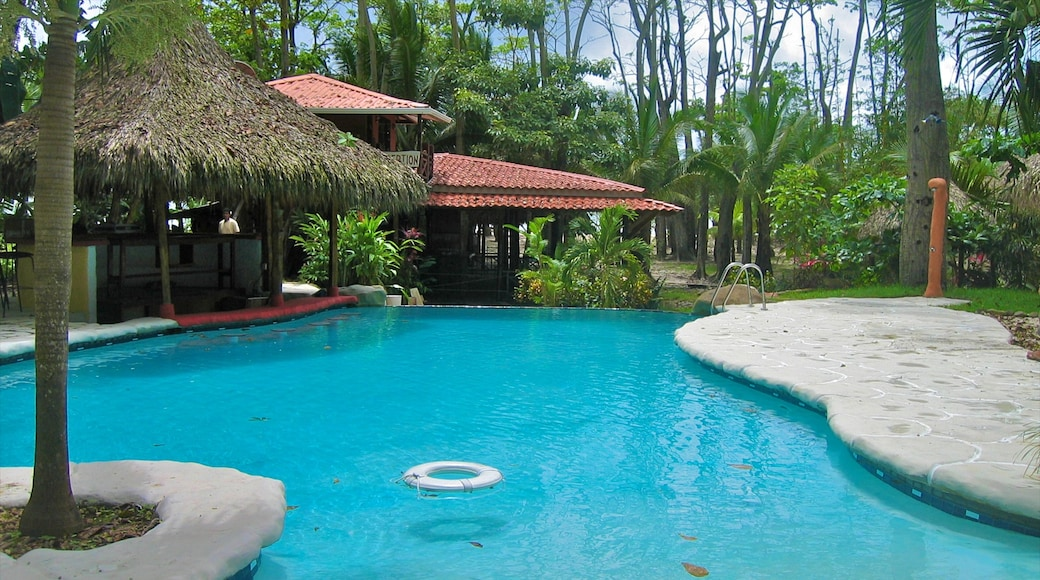 Costa Rica showing a pool and tropical scenes