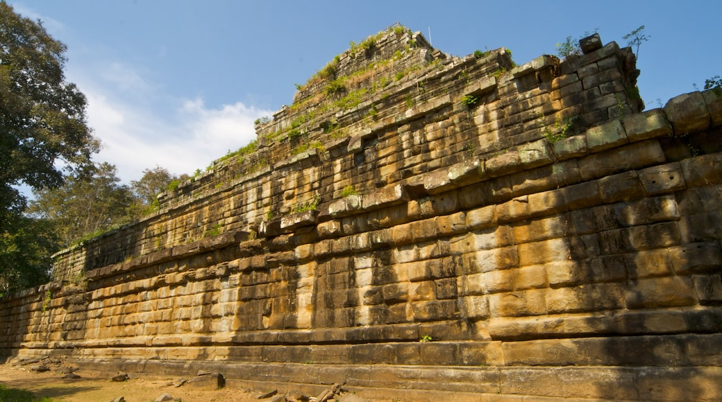 Siem Reap which includes heritage architecture and building ruins