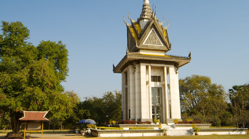 Phnom Penh which includes a temple or place of worship and heritage architecture