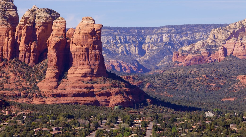 Sedona showing mountains and landscape views