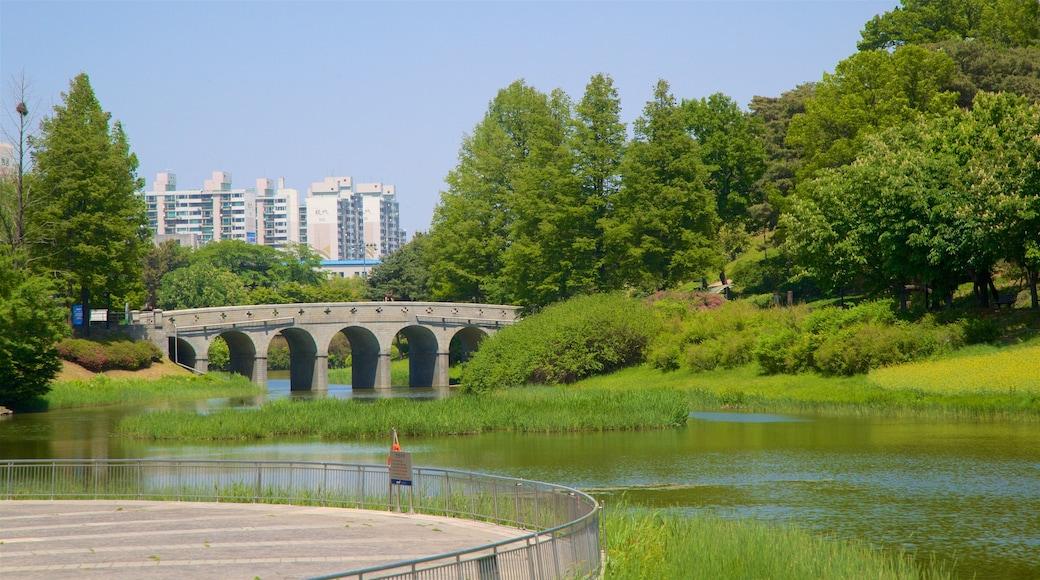สวนโอลิมปิก ซึ่งรวมถึง เมือง, แม่น้ำหรือลำธาร และ สะพาน