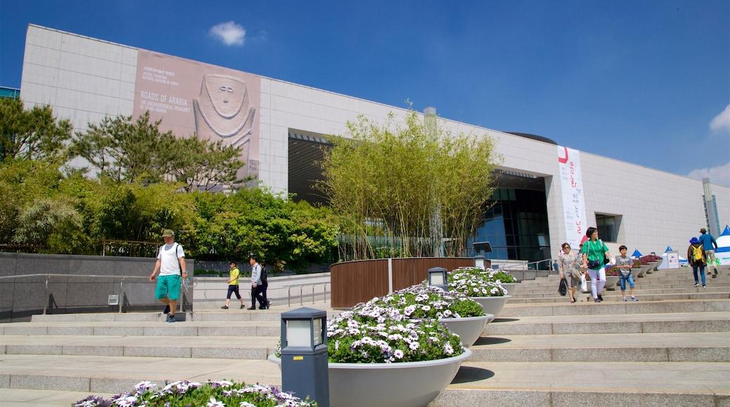 พิพิธภัณฑ์แห่งชาติเกาหลี เนื้อเรื่องที่ ดอกไม้ ตลอดจน คนกลุ่มเล็ก