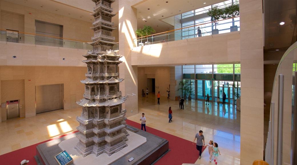 พิพิธภัณฑ์แห่งชาติเกาหลี ซึ่งรวมถึง มรดกวัฒนธรรม และ การตกแต่งภายใน ตลอดจน คนกลุ่มเล็ก