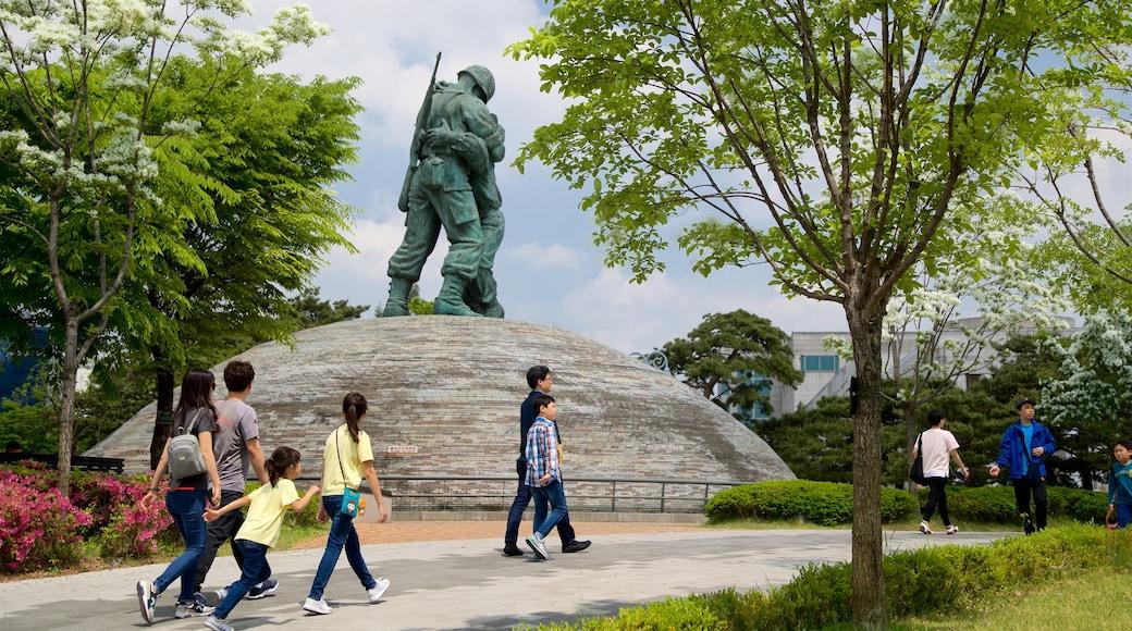 อนุสรณ์สงครามแห่งเกาหลี แสดง ดอกไม้ป่า, สวน และ อนุสาวรีย์หรือรูปปั้น