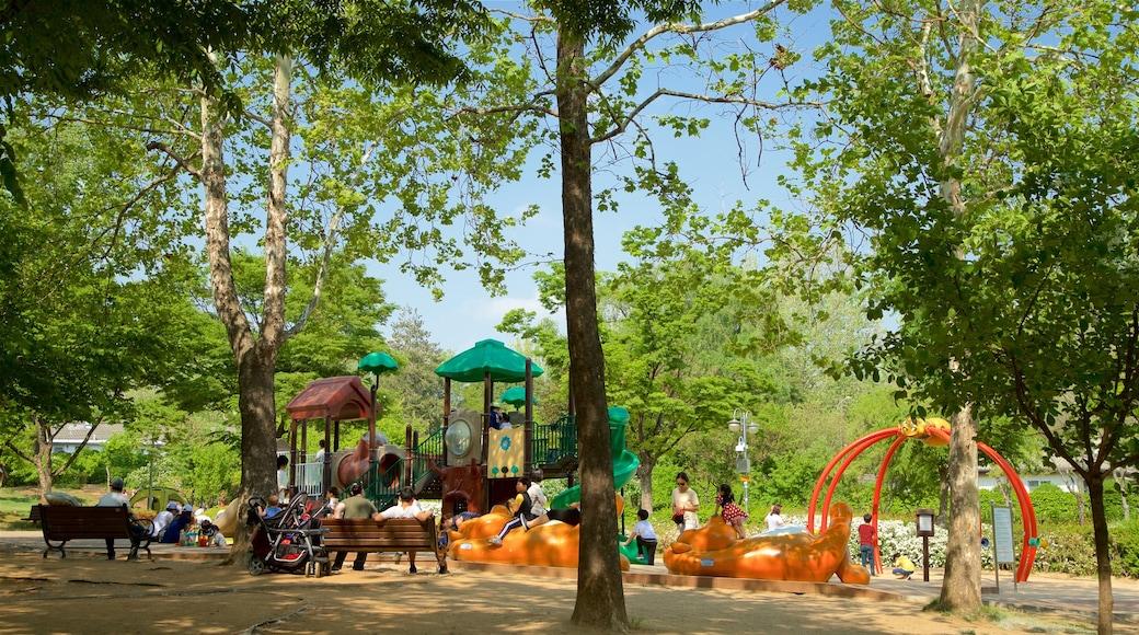 สวน Yongsan Park เนื้อเรื่องที่ สวนสาธารณะ และ สนามเด็กเล่น ตลอดจน ครอบครัว
