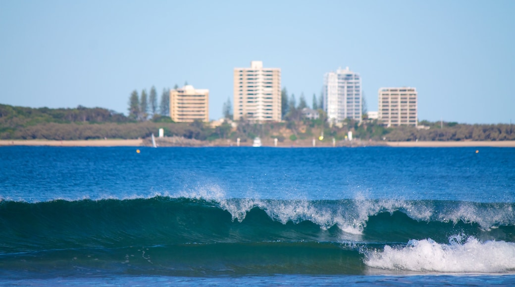 Mooloolaba showing a coastal town and waves