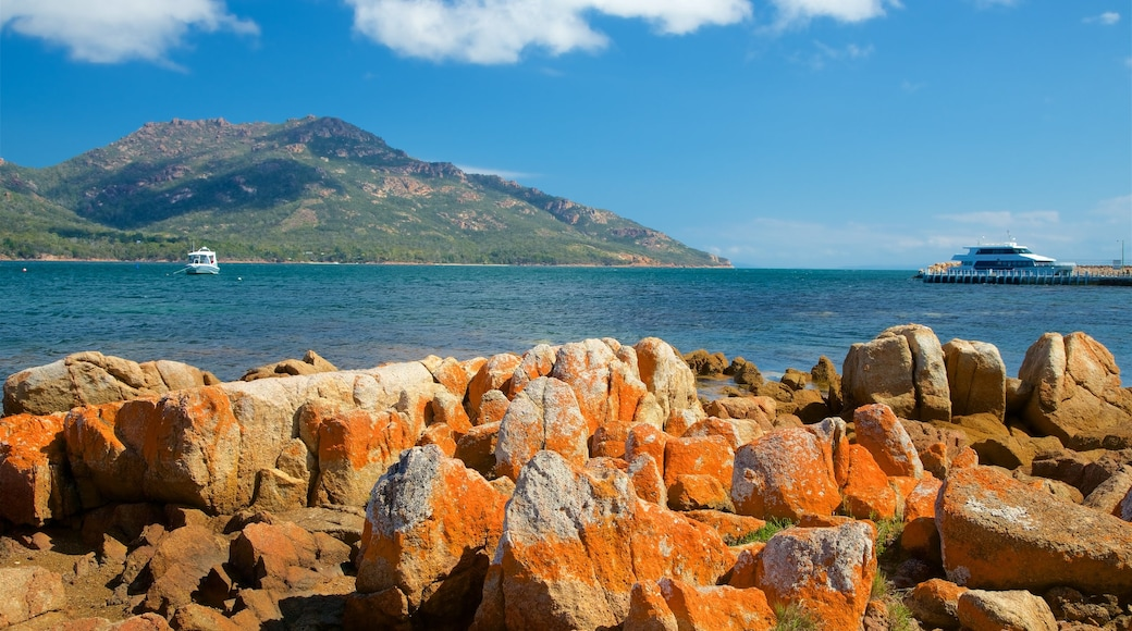 Tasmania which includes general coastal views, mountains and rugged coastline