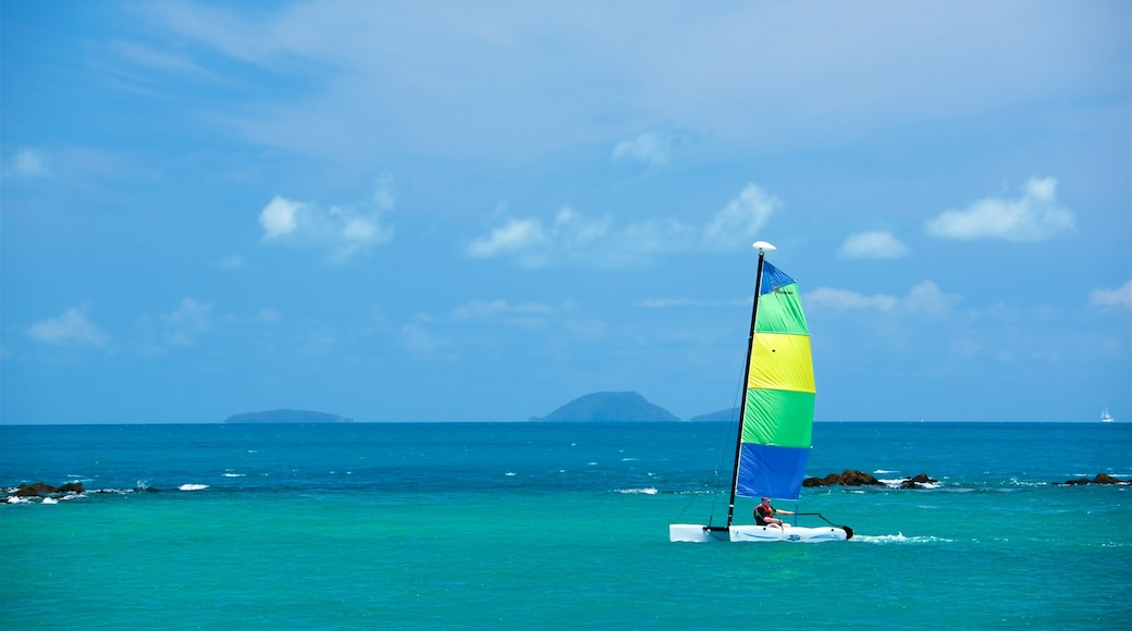 Whitsunday Islands which includes kite surfing and general coastal views