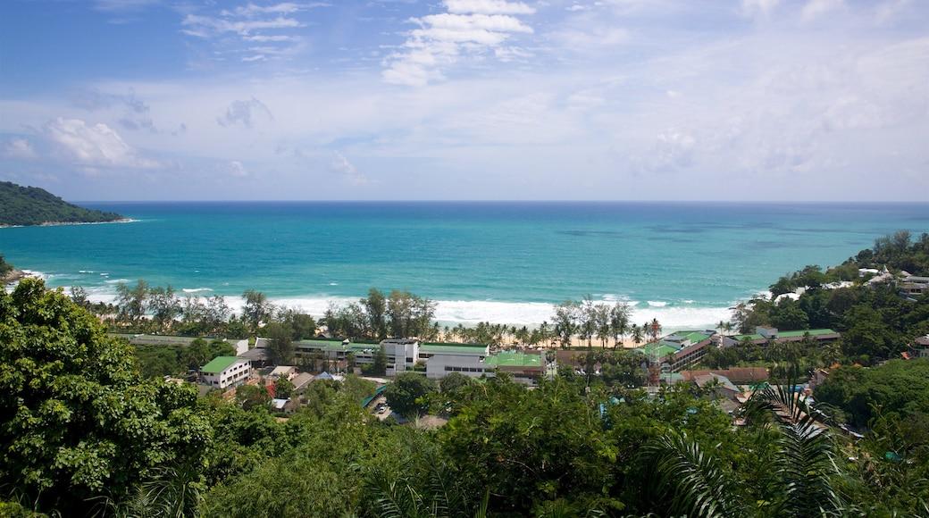 Karon mit einem allgemeine Küstenansicht und Küstenort