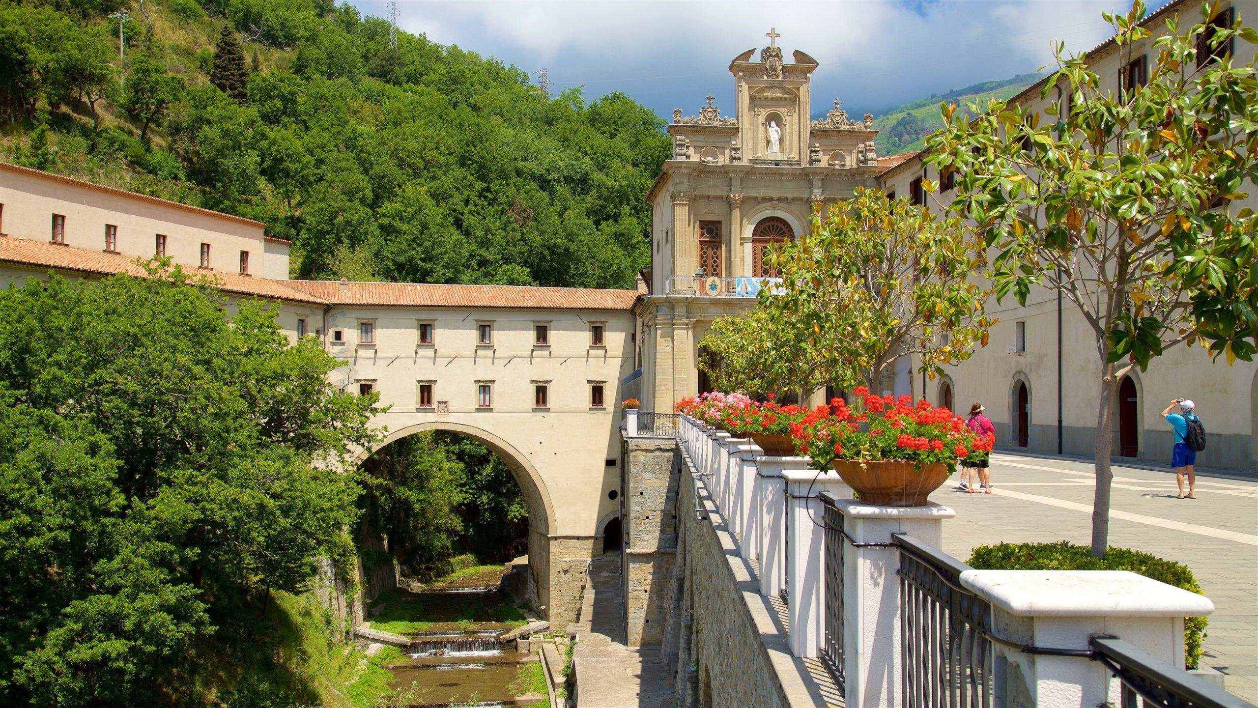 Paola turismo: Qué visitar en Paola, Calabria, 2020| Viaja con Expedia