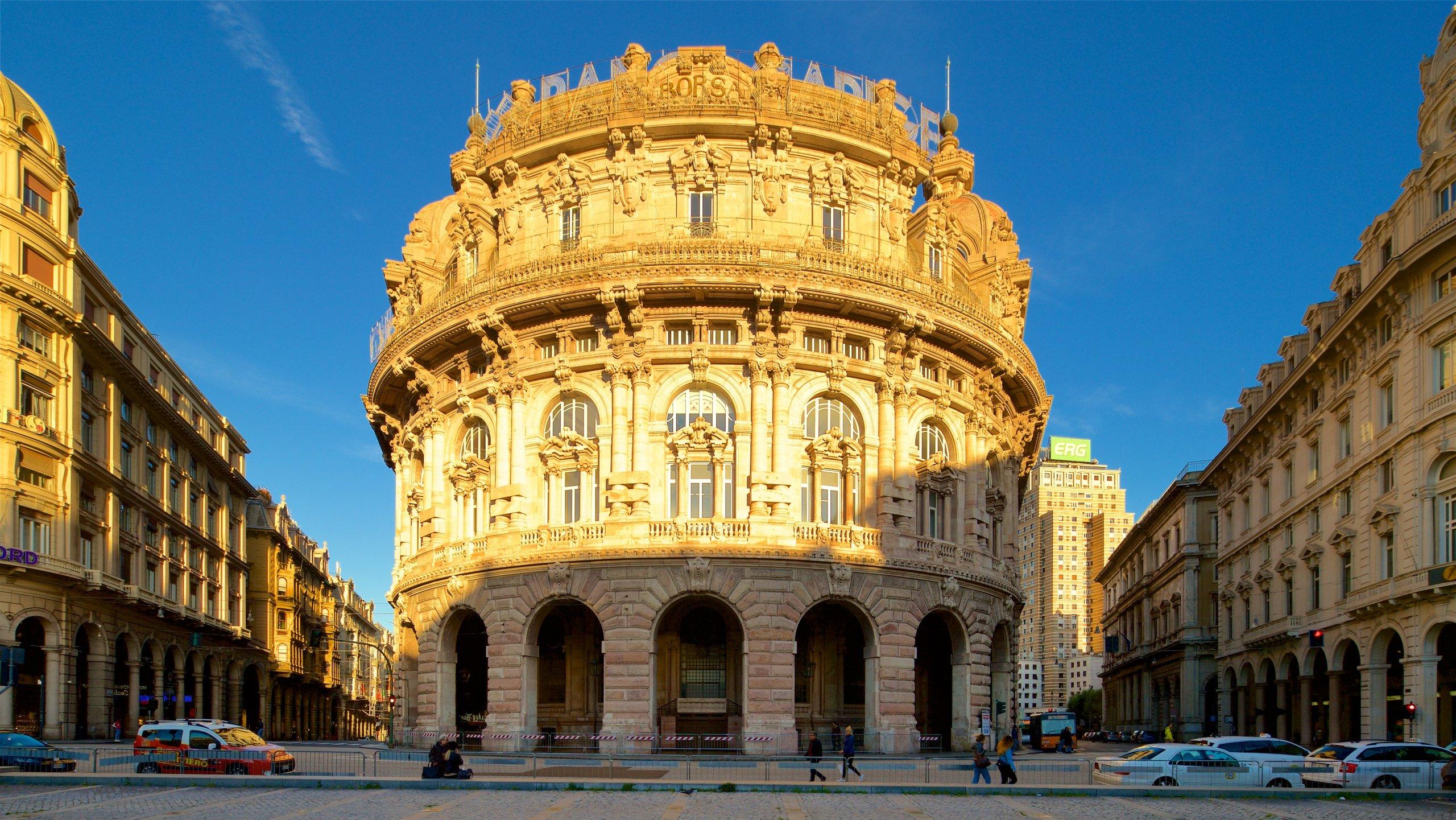 Dopo aver ammirato i pittoreschi negozi e caffè negli angusti vicoli che portano alla piazza più importante di Genova, visitate i suoi edifici storici.