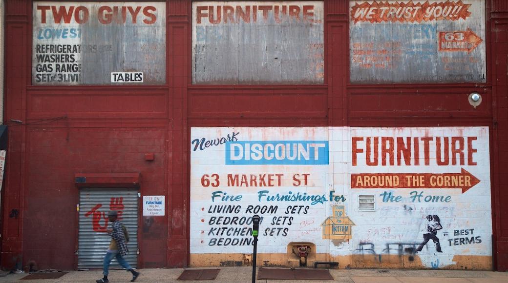 North Jersey montrant scènes de rue et art en plein air aussi bien que homme
