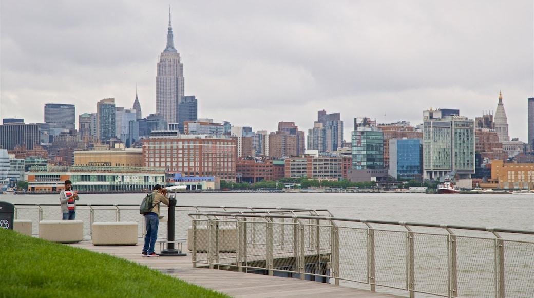 Parque Pier A mostrando vista, un rascacielos y vista panorámica