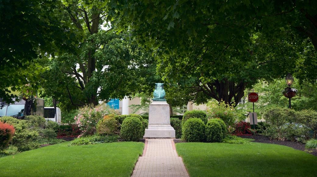 Palmer Square caracterizando arte ao ar livre e um jardim