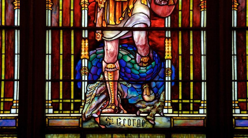 Princeton caracterizando elementos religiosos, vistas internas e uma igreja ou catedral