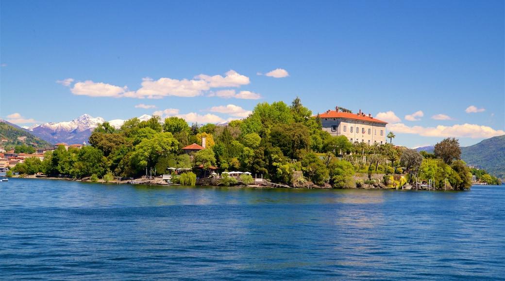Botanischer Garten der Isola Madre mit einem Kleinstadt oder Dorf und See oder Wasserstelle