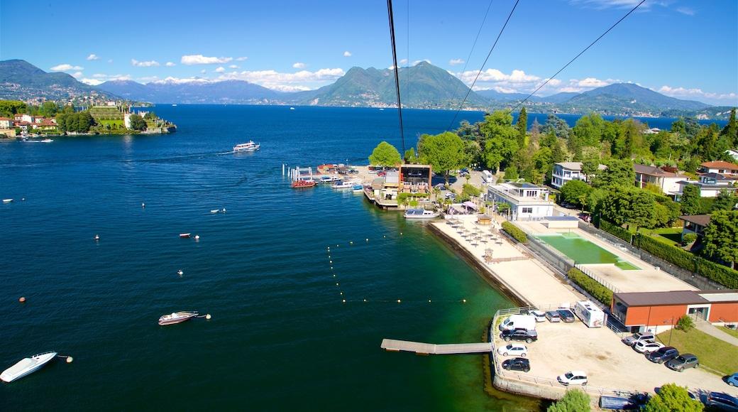 Funivia Stresa-Alpino-Mottarone mettant en vedette petite ville ou village et lac ou étang