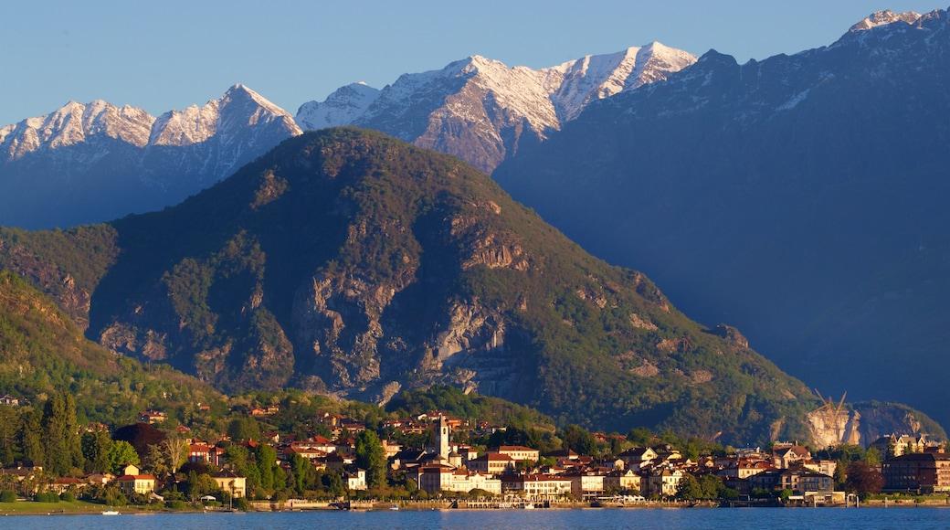 Baveno welches beinhaltet Kleinstadt oder Dorf, Berge und Sonnenuntergang
