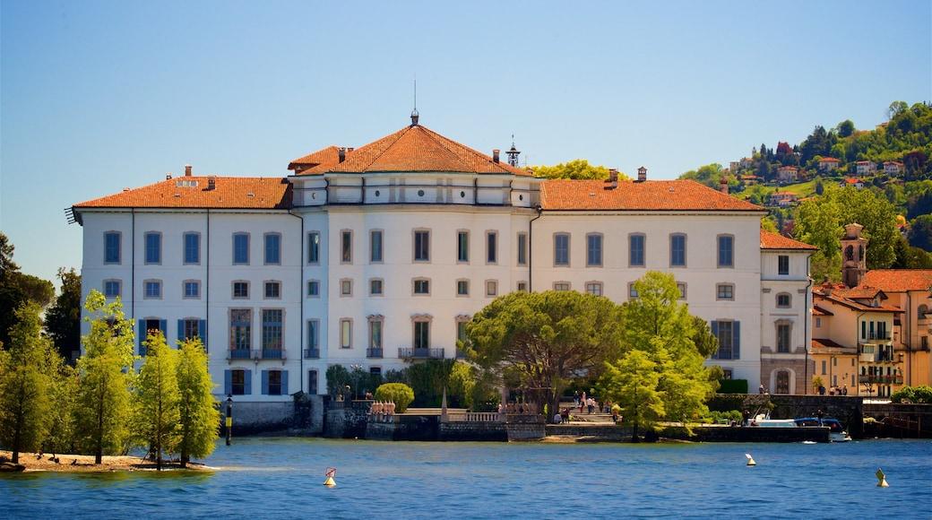 Palazzo e Giardino Borromeo caratteristiche di piccola città o villaggio, fiume o ruscello e oggetti d\'epoca