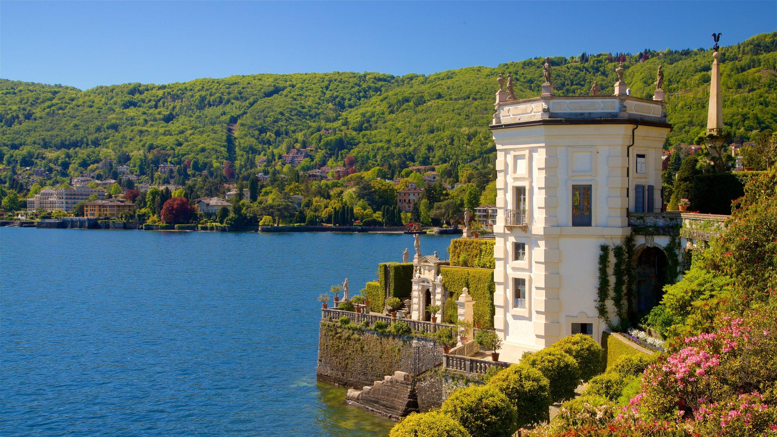 Godi tutte le bellezze degli spazi aperti a Giardino botanico dell'isola Bella, uno degli stupendi spazi verdi di Stresa. Esplora l'area vagando tra il lago e i magnifici giardini.