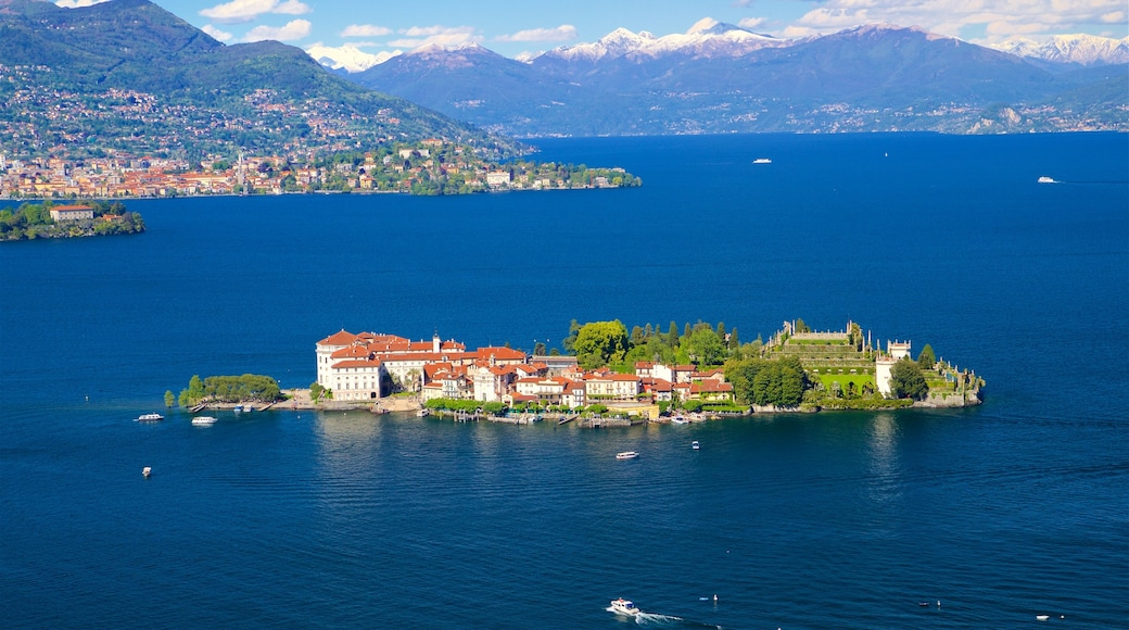 Funivia Stresa-Alpino-Mottarone mettant en vedette petite ville ou village, ville côtière et lac ou étang