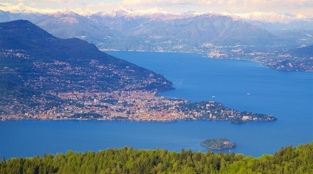 Funivia Stresa-Alpino-Mottarone mettant en vedette vues d\'île, ville côtière et panoramas